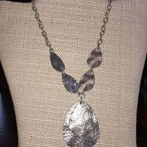 Jewelry - 5/$15 Gorgeous Hammered Metal Silver Necklace
